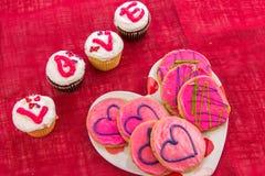 Jour de valentines - petits gâteaux orthographiant l'AMOUR Photo libre de droits