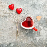 Jour de valentines rouge de décoration de coeur de boissons de thé Image libre de droits