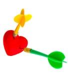 Jour de valentines. Symbole rouge d'amour de coeur avec deux dards. Concurrence. Photo stock