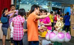 Jour de Vesak baignant le Bouddha Photos stock