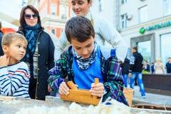 Jour de ville de Moscou Représentation sur la rue de Tverskaya Images libres de droits