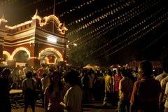 Jour de Wesak au temple bouddhiste de Maha Vihara Photos stock