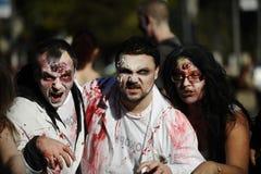 Jour de zombi de la marche complètement Photos libres de droits
