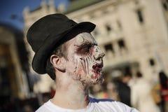 Jour de zombi de la marche complètement Photographie stock libre de droits