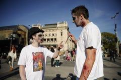 Jour de zombi de la marche complètement Photo libre de droits