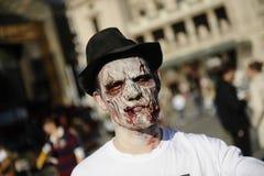 Jour de zombi de la marche complètement Photo stock