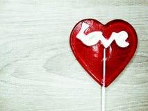 Jour doux du ` s de valentine d'amour de lucette de coeur sur le vieux backgrou en bois Photos libres de droits