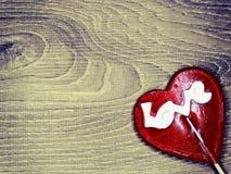 Jour doux du ` s de valentine d'amour de lucette de coeur sur le vieux backgrou en bois Images libres de droits