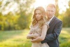Jour du mariage d'amour de couples de mariage en nature Image libre de droits