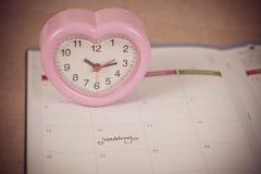 Jour du mariage de rappel à la planification et au coeur de calendrier Photographie stock
