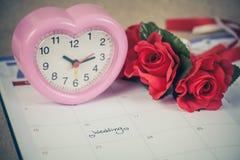Jour du mariage de rappel à la planification et au coeur de calendrier Image libre de droits