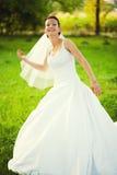 Jour du mariage gai de jeune mariée Image libre de droits
