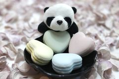 Jour du ` s de Panda Plush Doll Celebrates Valentine Images stock