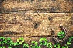 Jour du ` s de St Patrick, charmes chanceux Image stock