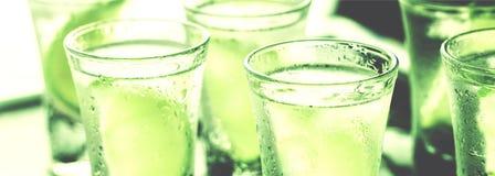 Jour du ` s de St Patrick, vert, verre, alcool, partie, cocktail, barre, Photos stock
