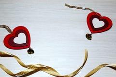 Jour du ` s de St Valentine, amour, Noël, nouvelle année Deux coeurs rouges a Images libres de droits