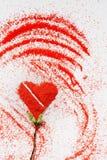 Jour du ` s de St Valentine Amour Un symbole de l'amour Un coeur Dessin sur le sable Photo libre de droits