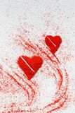 Jour du ` s de St Valentine Amour Un symbole de l'amour Un coeur Dessin sur le sable Images stock