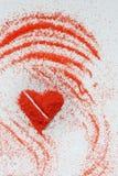 Jour du ` s de St Valentine Amour Un symbole de l'amour Un coeur Dessin sur le sable Images libres de droits