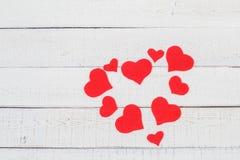 Jour du ` s de St Valentine : contraste de couleur rouge et blanche Amour pur de symbole Coeur Photos stock