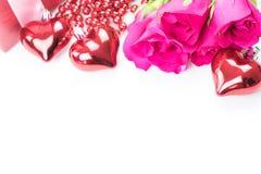Jour du ` s de Valentine avec les roses et le cadeau sur le blanc Image stock
