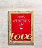 Jour du `s de Valentine Carte heureuse de jour du ` s de Valentine, boîte-cadeau et RO rouge Image stock
