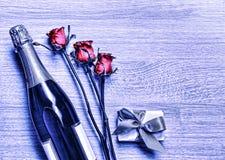 Jour du ` s de Valentine, Champagne, boîte-cadeau, anniversaire, mariage, ` de mère Photographie stock libre de droits