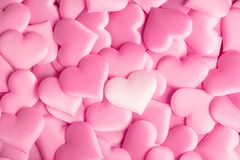 Jour du `s de Valentine Fond de Valentine de rose d'abrégé sur vacances avec des coeurs de satin Amour image libre de droits