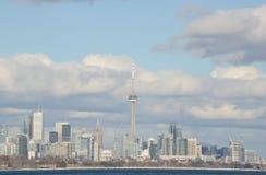 Jour ensoleillé d'horizon de Toronto de cumulus de temps juste Images stock