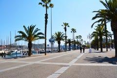Jour ensoleillé dans le port de Barcelone Image stock