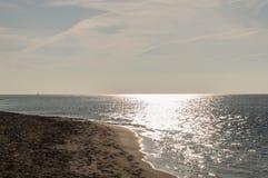 Jour ensoleillé sur la plage Images stock