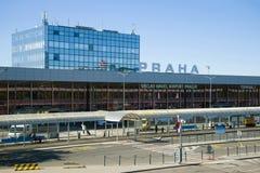 Jour ensoleillé sur le terminal de 1 aéroport de Vaclav Havel, Prague Images stock