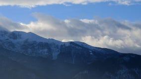 Jour ensoleillé en montagnes de Tatra banque de vidéos