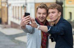 Jour gai des frères jumeaux Photographie stock