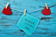 Jour heureux de coeurs et de mères des textes Images stock