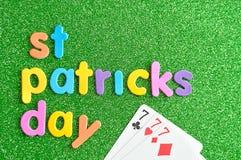 Jour heureux de Patricks de saint dans les lettres colorées avec 777 Images stock