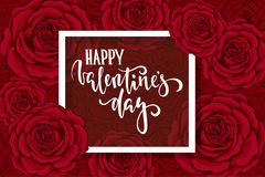 Jour heureux de Valentine s Lettrage tiré par la main de stylo de brosse sur la rose de rouge de fleur de fond carte de voeux de  Photos stock