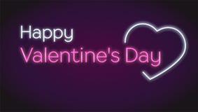 Jour heureux des valentines s, texte au néon sur le fond foncé Concept des cartes de voeux romantiques Rougeoyer et allumé coeur  Photos stock