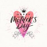 Jour heureux du ` s de mère - carte de voeux Calligraphie de brosse sur un coeur shinning tiré par la main Photos stock