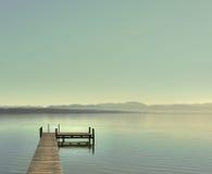Jour lumineux au lac Image stock