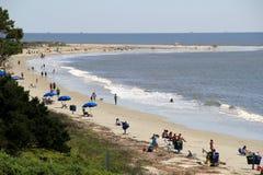 Jour magnifique pour les personnes qui aiment la plage, l'île de StSimon, la Géorgie, avril 2015 Photo stock