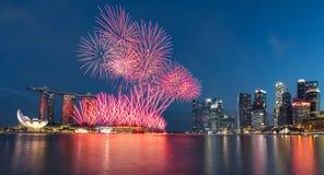 Jour national 2015 SG50 de feu d'artifice de Singapour Photographie stock libre de droits