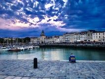 Jour nuageux à La Rochelle, Frances photo stock
