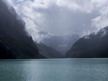 Jour nuageux chez Lake Louise Photos stock