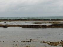 Jour nuageux dans la plage de Porto de Galinhas photo stock
