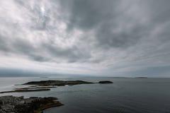 Jour nuageux de paysage de la Norvège Images libres de droits