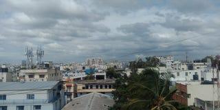 Jour nuageux de ville de Bangalore photographie stock libre de droits