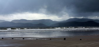 Jour orageux au brin de Rossbeigh Photos stock