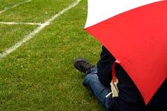 Jour pluvieux à l'au sol de sport photo stock