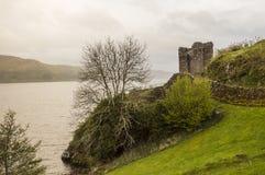 Jour pluvieux au château d'Urquhart Photo stock